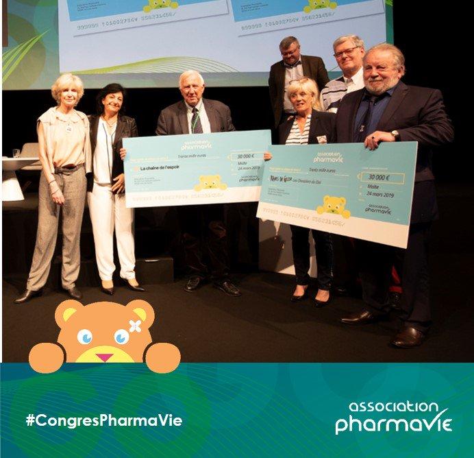 L'Association PharmaVie est très heureuse de remettre, en présence des pharmaciens du réseau, deux chèques de 30 000 € à @chainedelespoir et à @RevesdeGosse. Nous renouvelons ainsi notre soutien aux actions de ces deux associations en 2019 ! https://t.co/mPbIOixPl6