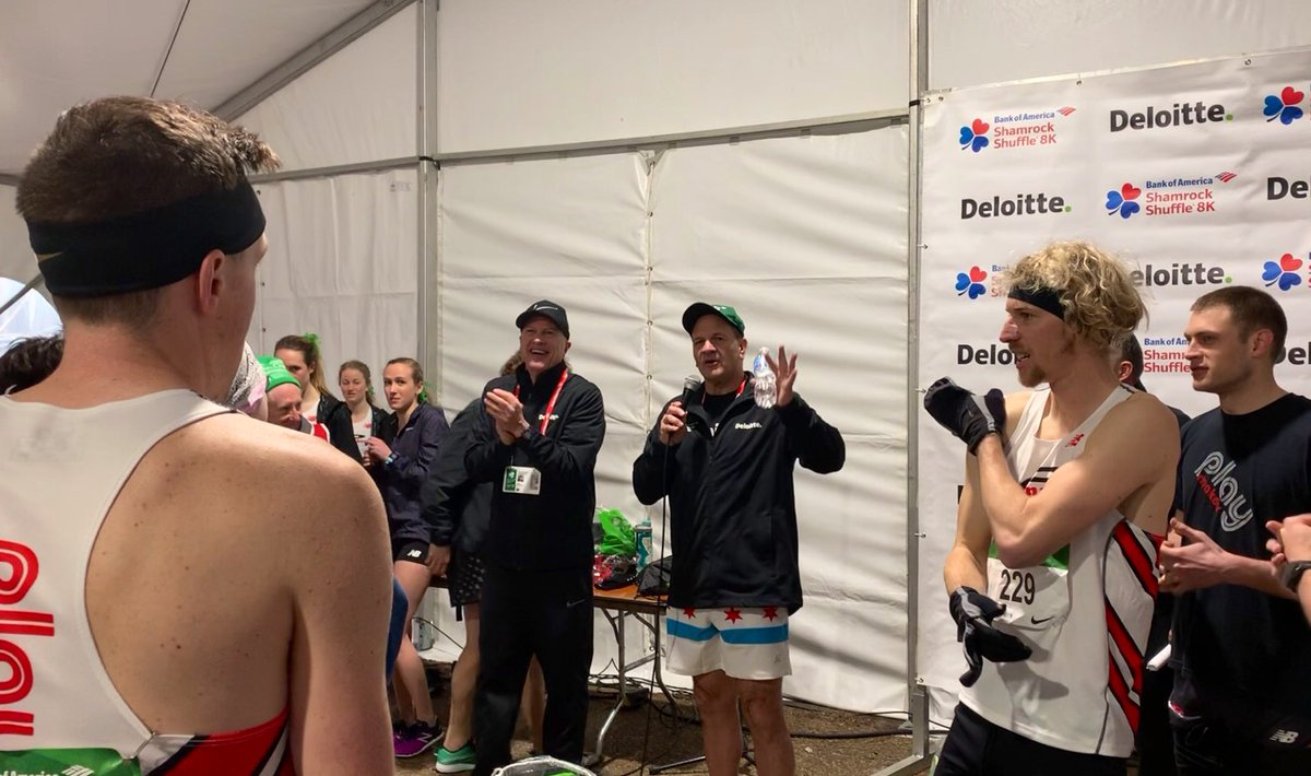 Popped into the @DeloitteUS Elite Club Competition tent to meet with  @USATF member clubs from across the US as they gear up for the race – my advice: enjoy every minute & soak up the energy today's supporters -- there's no place like #Chicago!