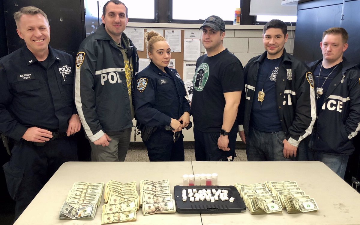 Thanks to the @NYPD79Pct Strategic Response Group, these 280 glassine envelopes of heroin will never hit the streets of Brooklyn. Great work by all involved.