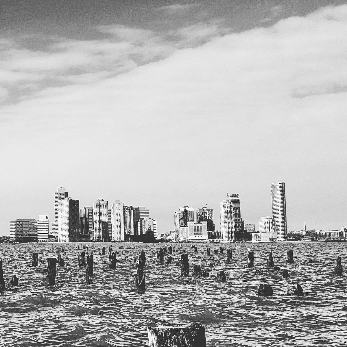 #picscels #newyork #ny #nyc #newark #jerseycity #upperbay #blackandwhite #running #tagforfollows #tagsforlikes