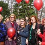 Image for the Tweet beginning: Feierliche Enthüllung des Ehrenrab-Steins für