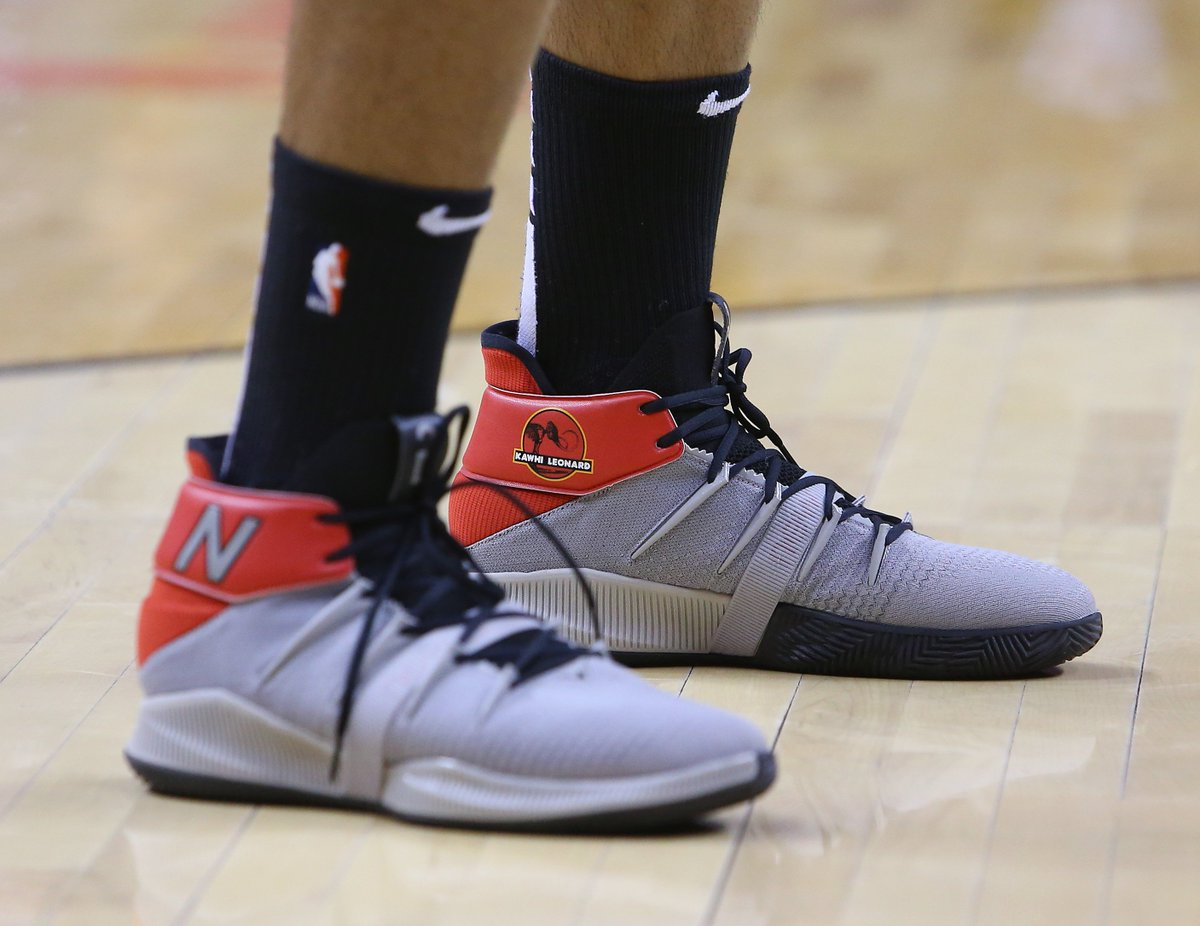 .@kawhileonard warming up in a Jurassic Park inspired New Balance OMN1S colorway. 👀