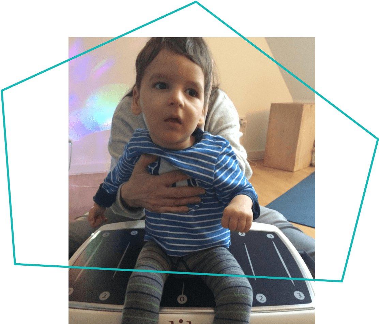 Ein Galileo für Leopold: Der zwei Jahre junge Kämpfer wurde mit einer Gehirnfehlbildung geboren. Dank eines speziellen Gerätes kann er nun zusätzlich zur Therapie zuhause trainieren.💚  Wir drücken Leo die Daumen, damit sich bald Fortschritte zeigen!  📝 https://www.tonikroos-stiftung.de/blog/artikel/news/detail/News/vielversprechende-bewegungstherapie.html…
