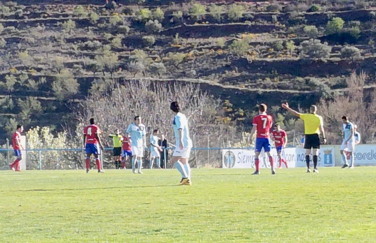 Lance del juego en el CD Brea-Deportivo Aragón (Foto: Real Zaragoza).