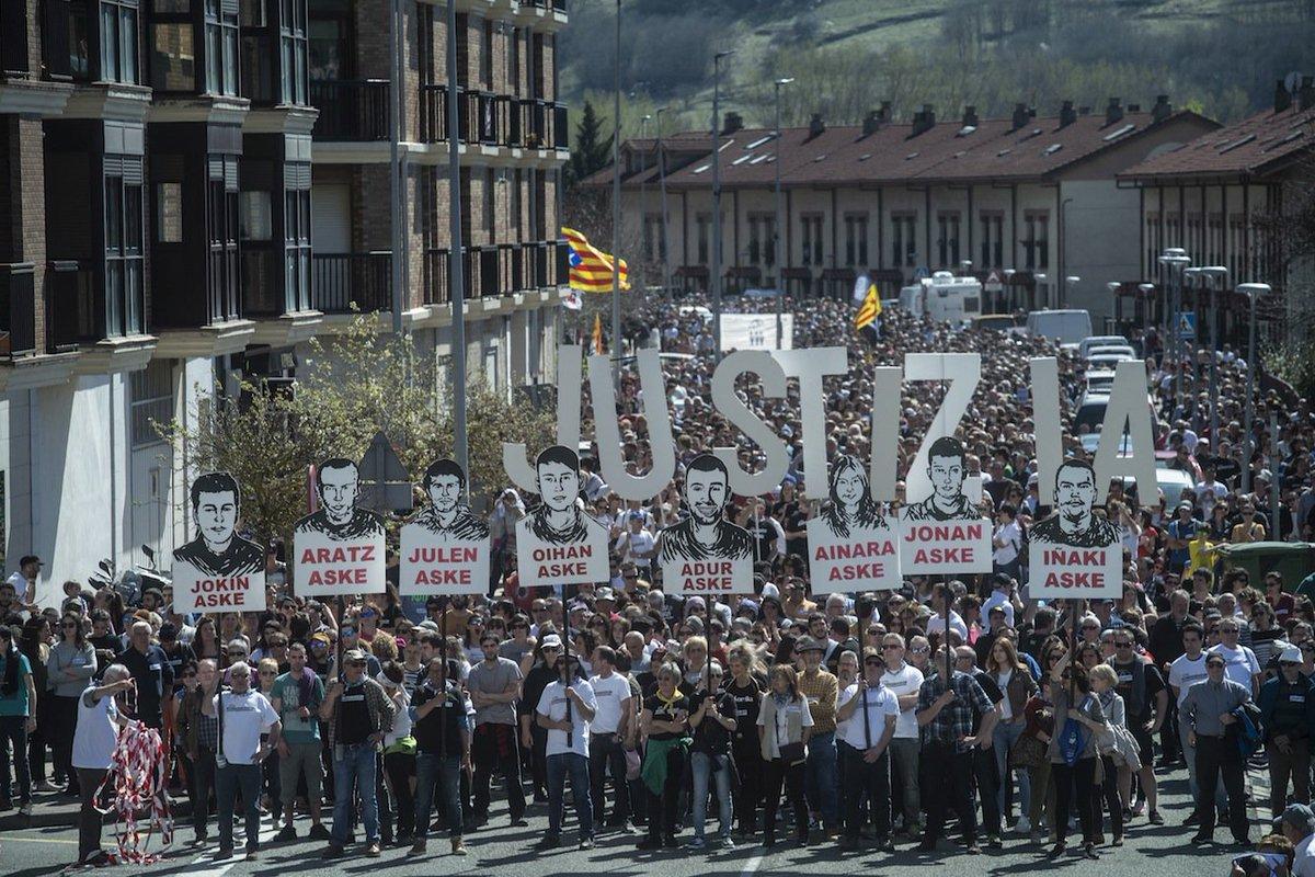 NUEVA GALERÍA DE IMÁGENES La manifestación de #Altsasu desde la óptica de @JonUrbe @Foku_eus https://www.naiz.eus/en/mediateca/image_gallery/altsasu-se-colapsa-de-manifestantes-y-de-solidaridad…