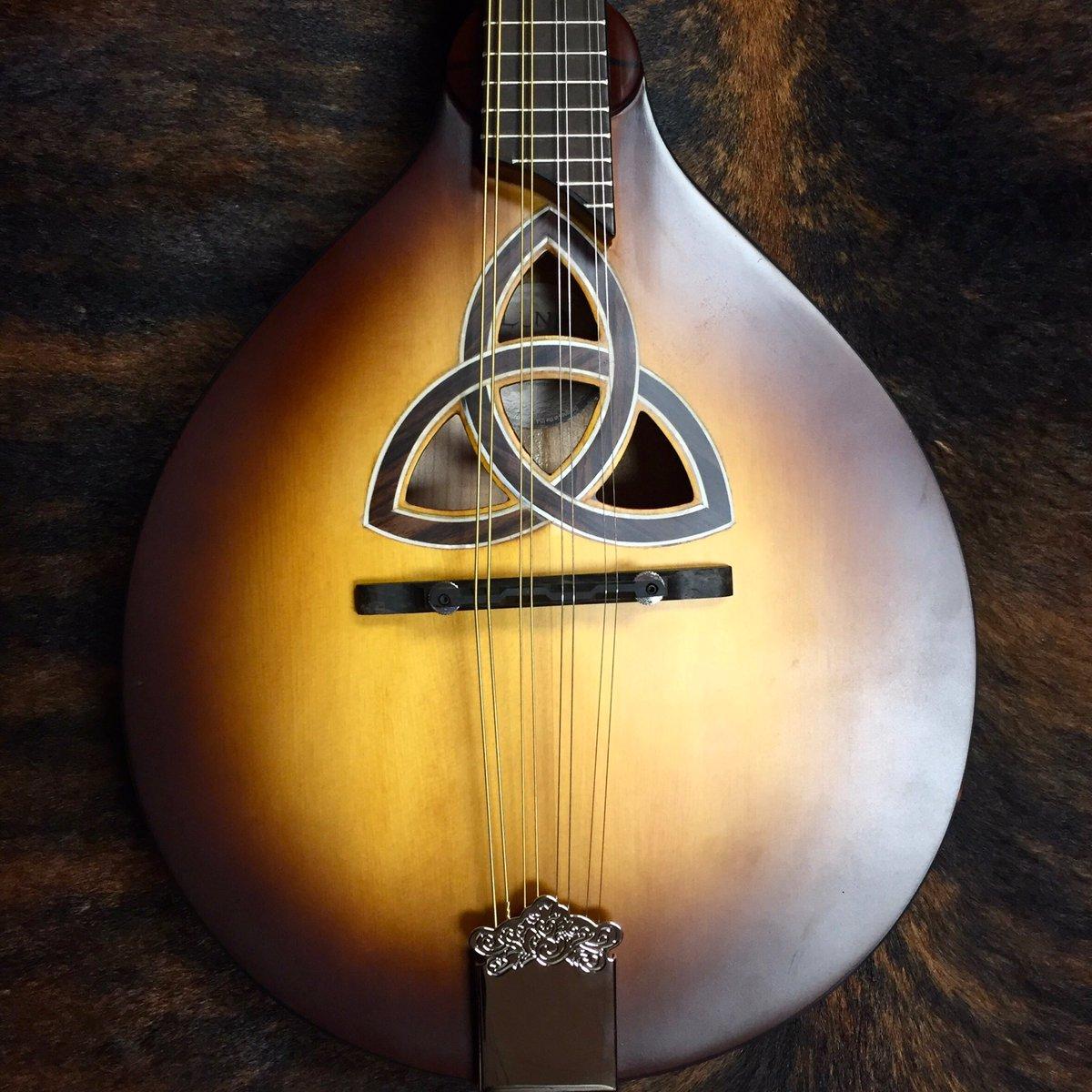 Covering Battle of Evermore? Do we have the perfect mandolin for you! • • #luna #mandolin #ledzeppelin #battleofevermore #gointocalifornia #bronyraur #tortiseshell #mandolincafe #eightstrings #acousticroom #redcouch #themusicfarmpic.twitter.com/s3EEQfZMM3