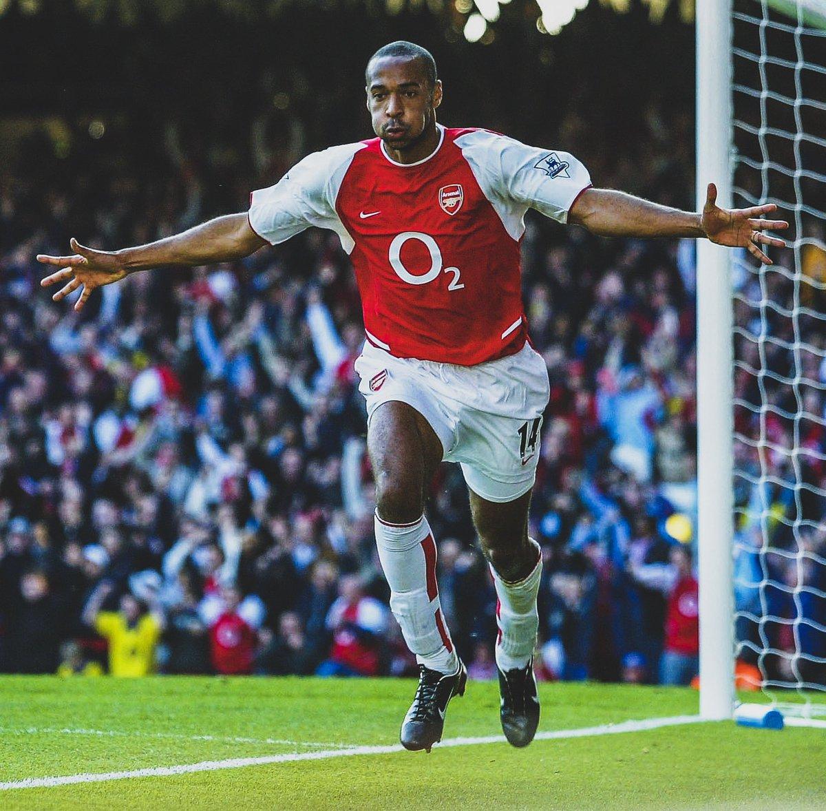 📊 @BBCSport held a poll, which had over 250,000 votes, to decide the @PremierLeague's best ever foreign player:  1️⃣ Henry: 45% 2️⃣ Ronaldo: 14% 3️⃣ Cantona: 12% 4️⃣ Aguero: 8% 5️⃣ Drogba: 6% 6️⃣ P. Schmeichel: 5% 7️⃣ David Silva: 2% 8️⃣ Vidic: 2% 9️⃣ Vieira: 2% 🔟 Kompany: 2%  🤔 Agree?