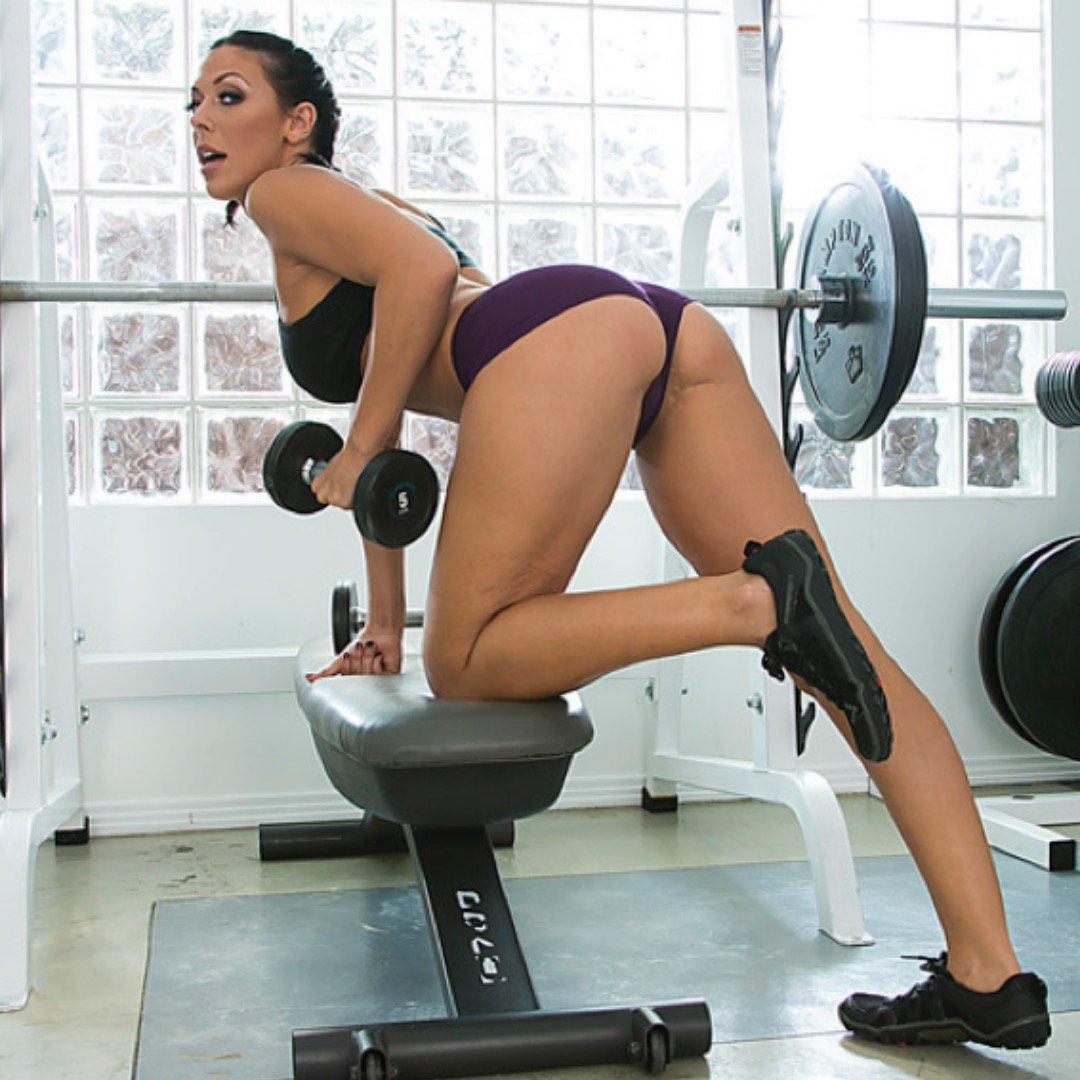 seks-s-fitnes-instruktorshey-bez-trusov