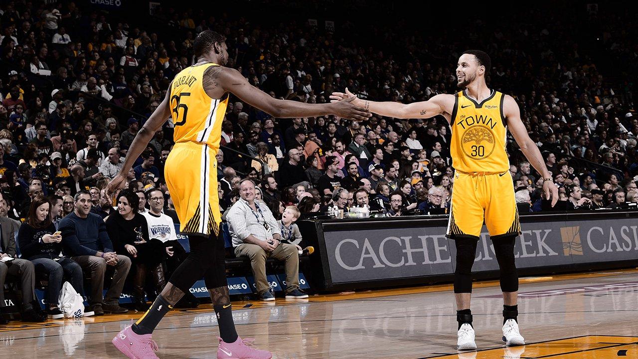Curry y Durant en el partido frente a los Pistons (Foto: Warriors).