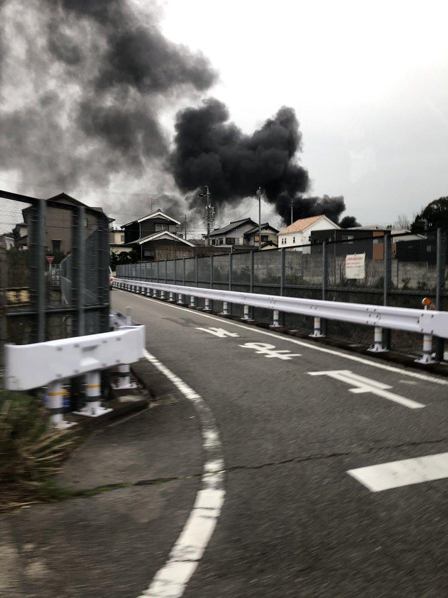 岡崎市稲熊町の火事で大量の黒煙が上がっている画像