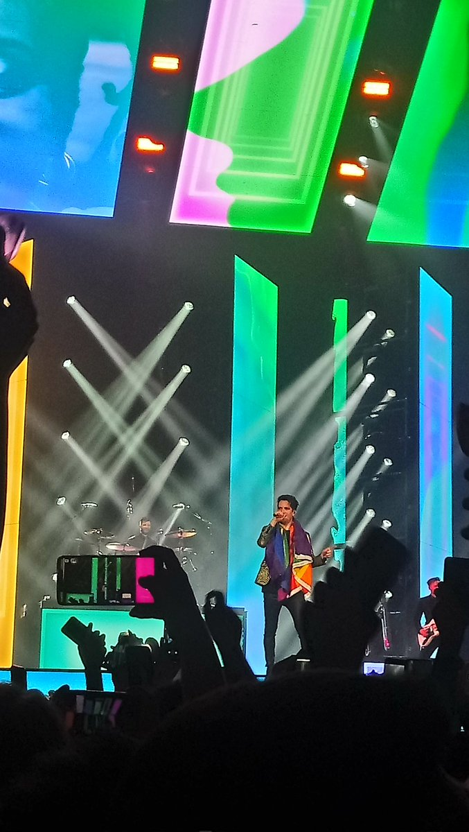 I will never be over last night 😭🏳️🌈 #PanicAtTheDisco #PrayForTheWickedTour https://t.co/KQ6cAAhVtD