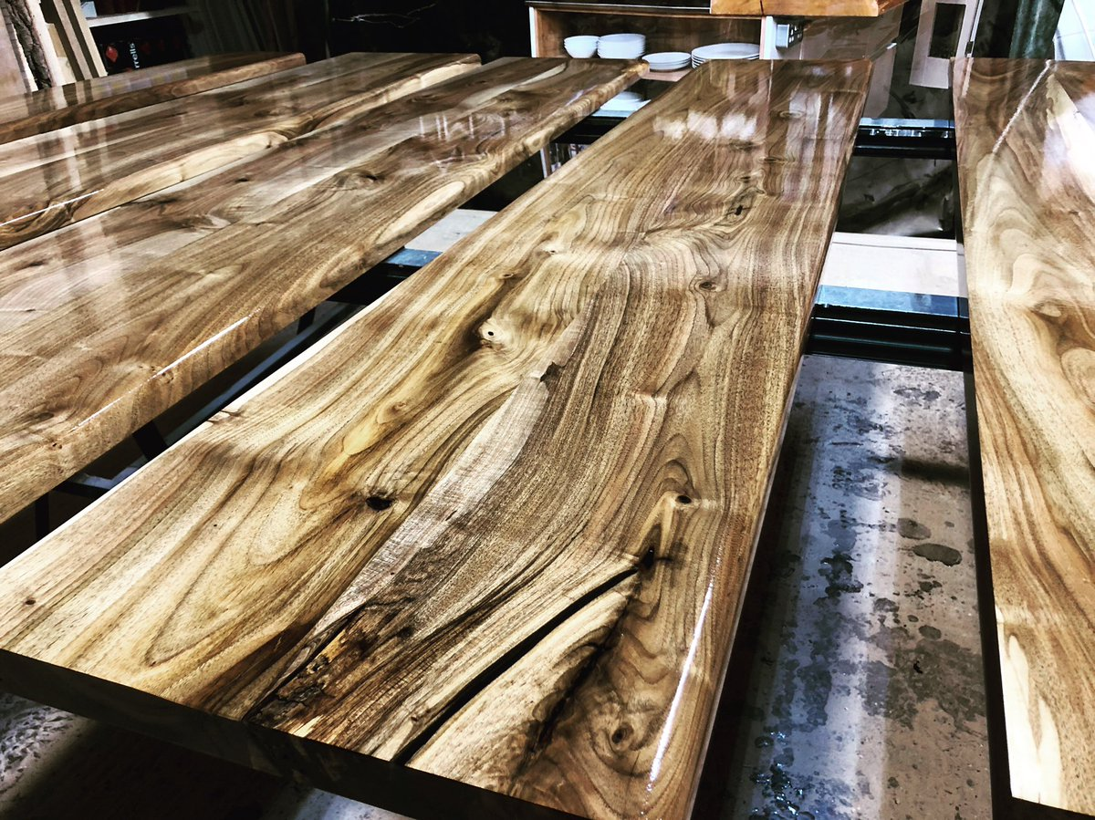 15 metres of #wild walnut #bartops delivered yesterday to Bull's Head  in #Birmingham, reopening to the public on Wednesday.  http://www.earthytimber.com/store  #bartop #walnutbar #walnutbartop #woodbar #woodbartop #woodenbar #wild #barrefurbishment @EarthyTimber @Timberdealpic.twitter.com/xbilM7KqzK