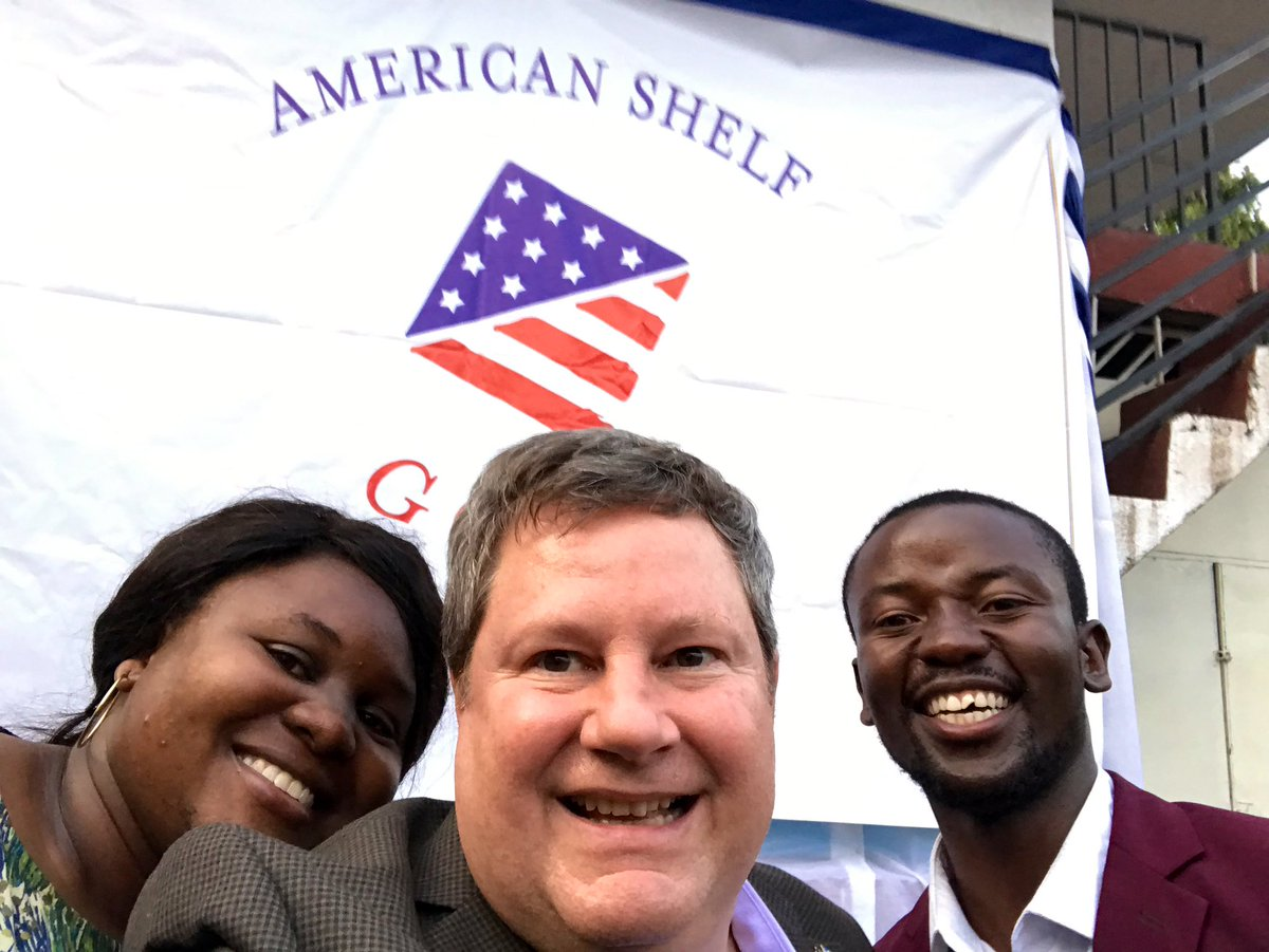 Did you know @USEmbKinshasa established an #AmericanShelf in Goma? Great place for Congolese and Americans to share perspectives, culture, languages and laughs. Drop in, learn about the United States and make new friends. I did!