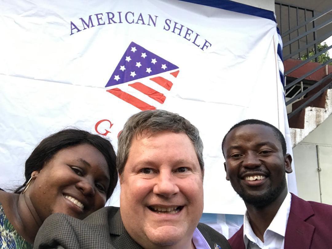 Saviez-vous que @USEmbKinshasa a un #AmericanShelf à Goma? C'est un endroit où les Congolais et les Américains peuvent partager les perspectives, la culture, la langue, et rire ensemble. Faites un tour, apprenez-en plus sur #USA et faites-vous de nouveaux amis. Moi, je l'ai fait!