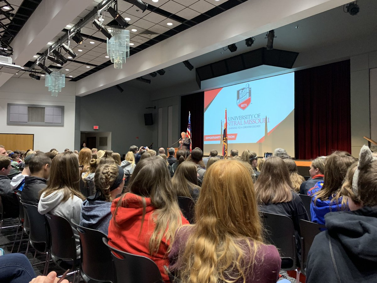 Big thank you to @GovParsonMO for coming to @UCentralMO to speak with middle school students at the STEAM Conference! Very special for our @CMSCardinals