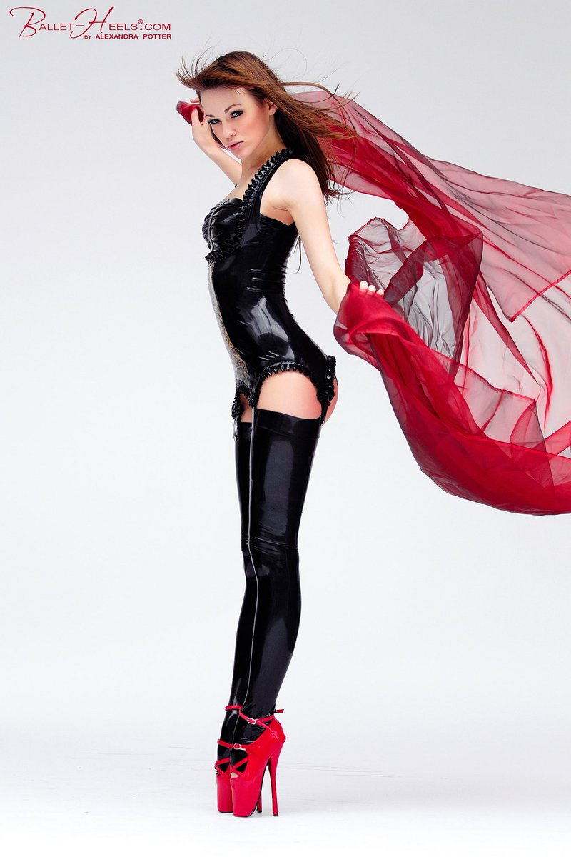 Latex maid - ballet boots
