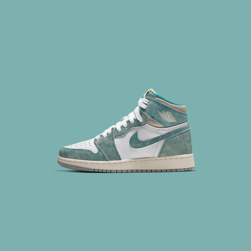 9b595aec31f ... Retro 1 'Turbo Green' will be hitting select stores in kid's sizes this  week! Contact your local store for further detailspic.twitter.com/cyGnWg43Bb