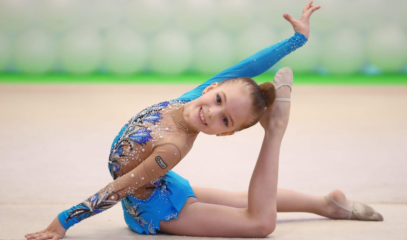 вот картинки маленьких гимнасток на соревнованиях военных автомобилистов россии