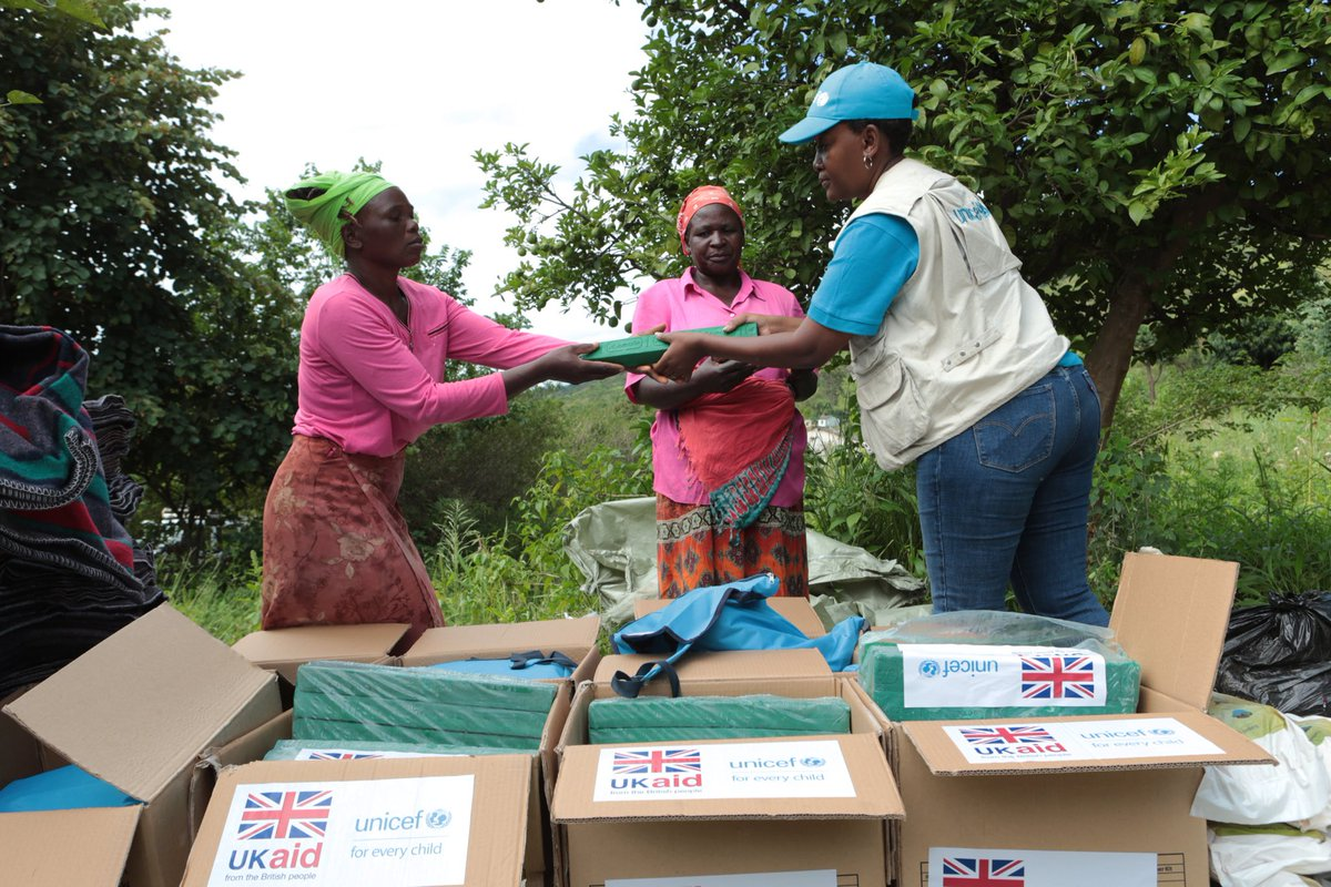 Getting #aid to where it's needed most:  Working with our partners @UNICEFZIMBABWE, over 4,400 people affected by #CycloneIdai in #Zimbabwe have received #UKaid🇬🇧 hygiene kits which include buckets, soap, jerrycans and water purification tablets  @DFID_UK