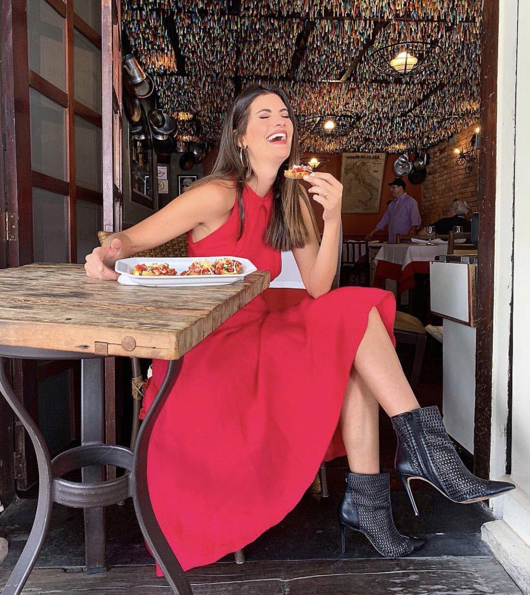 Gravando #esquadraodamoda e me jogando com tudo na bruschetta de tomate !!! Styling @GuzmanTamara https://t.co/mstIWFO8am