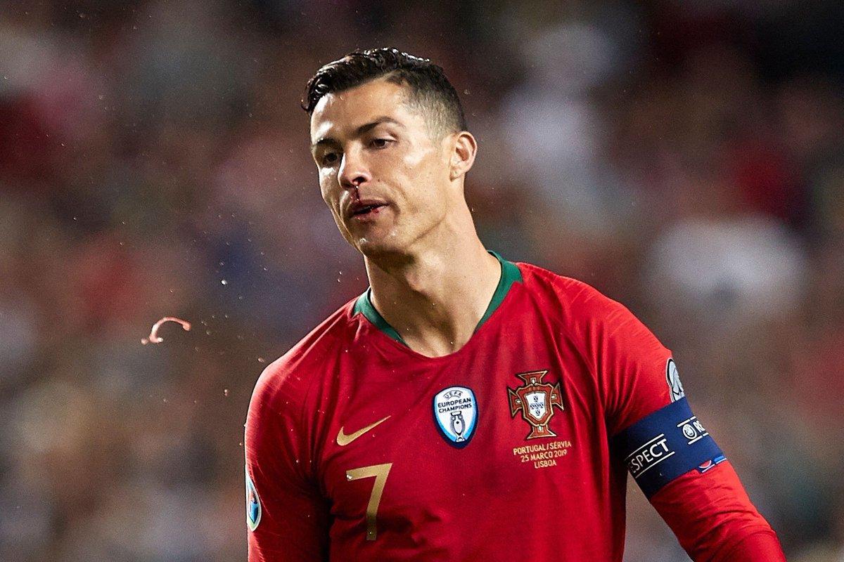 لحظة إصابة كريستيانو رونالدو وتبديله في مباراة البرتغال وصربيا
