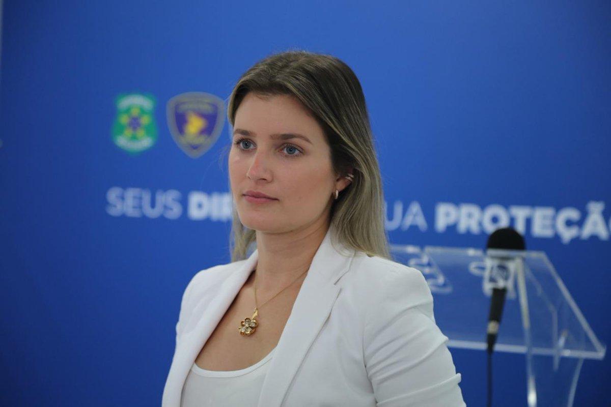 Polícia Civil prende acusados da morte de taxista em povoado na Barra dos Coqueiros.  Para ler a matéria, acesse:  https://senoticias.com.br/se/policia-civil-prende-acusados-da-morte-de-taxista-em-povoado-na-barra-dos-coqueiros/…  #PolíciaCivil #CrimeDoTaxista #BarraDosCoqueiros #DelegadaJulianaAlcoforado #SeNotícias #NotíciasDeSergipe #10AnosSENotícias  Fotos: SSP/SEpic.twitter.com/BzuweiEHyT