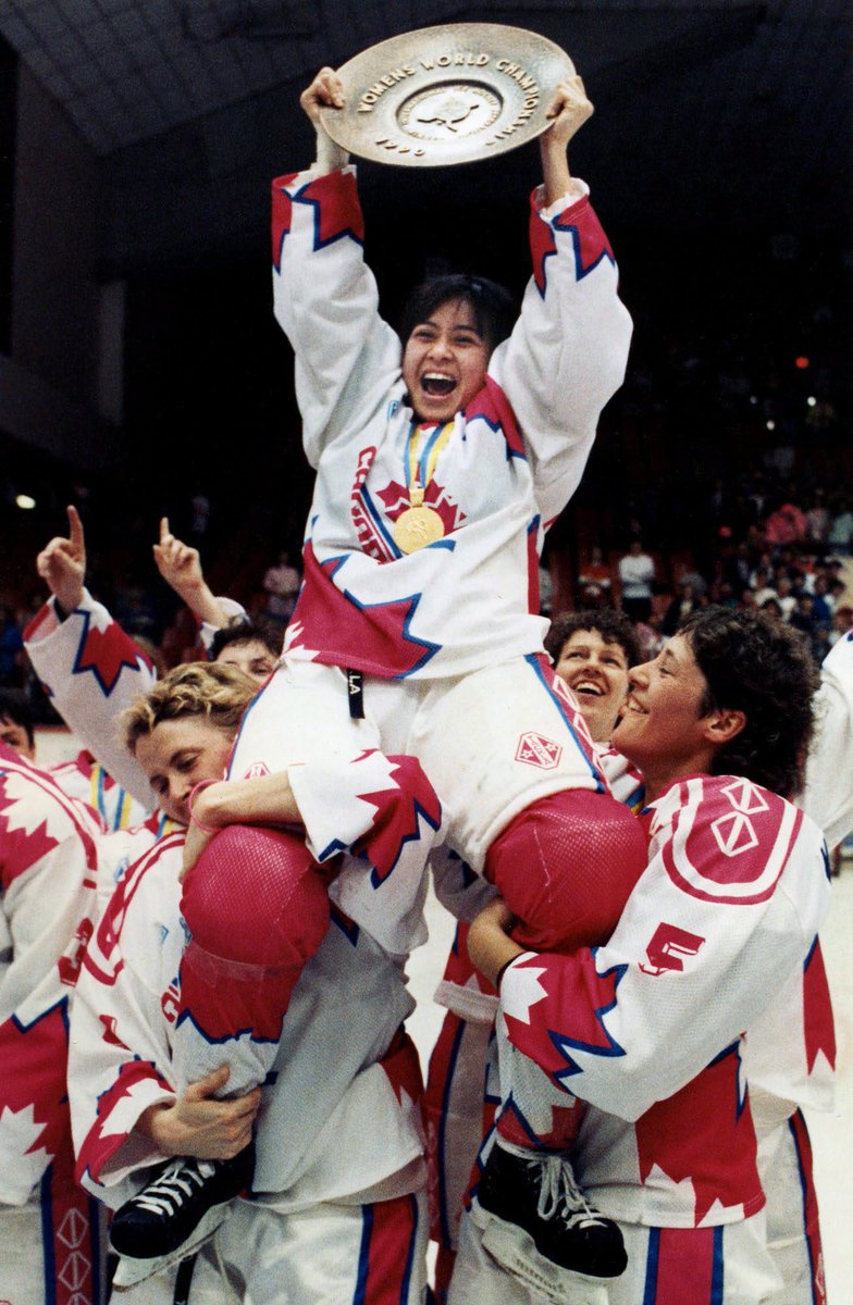 #OnThisDay in 1990, #TeamCanada defeated @TeamUSA 5-3 to win the first ever IIHF Women's Hockey World Championship in Ottawa 🇨🇦🏒 https://t.co/Id5gxlDNJ7