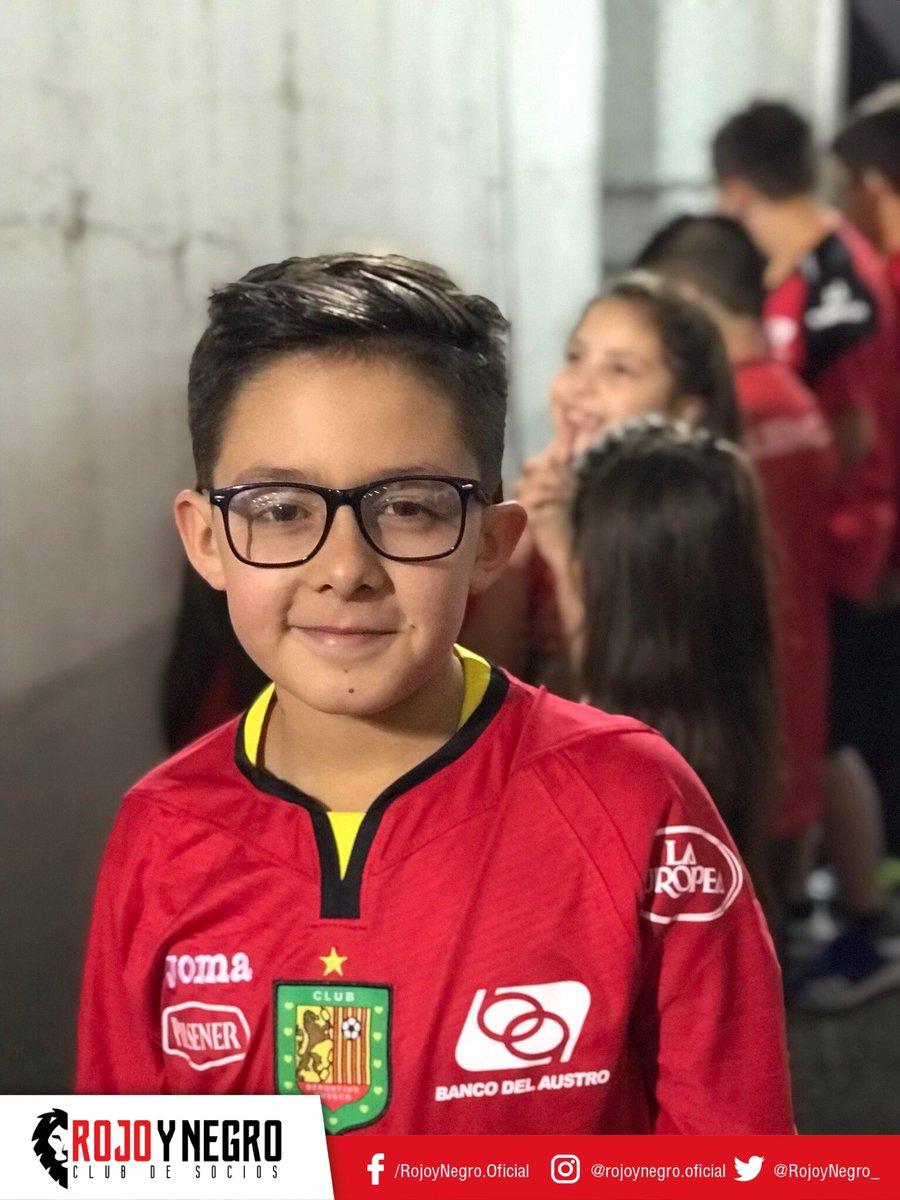 """Haz feliz a un niño⚽️, el 🚩Club de Socios @RojoyNegro_ te lleva a ser la """"mascota"""" oficial del @DCuencaOficial en los partidos de local  del Club ⠀⠀⠀⠀⠀⠀⠀⠀⠀ 1⃣Siguenos  2⃣Dale RT 3⃣Llena el formulario ✅http://docs.google.com/forms/d/e/1FAI…  Niños entre 7 y 11 años  #DCuenca #Cuenca"""