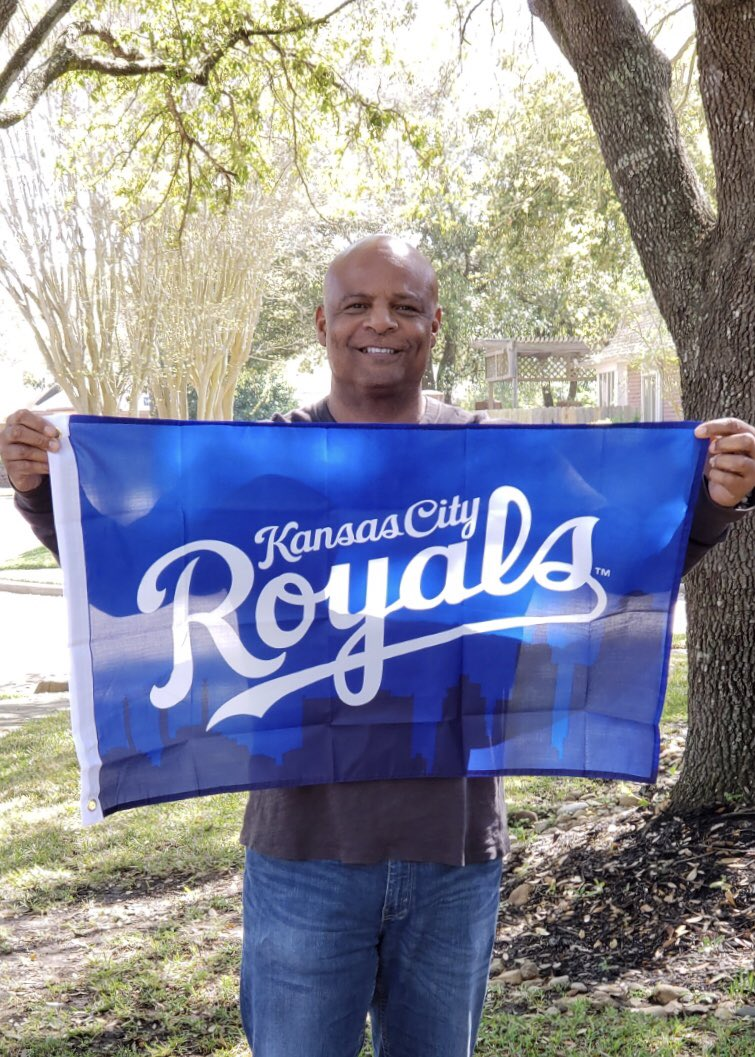 Proud to be #AlwaysRoyal! Join me the morning of 3/28 for #GreaterKCDay and pick up your flag at a local Price Chopper. Or, order your flag: https://t.co/rEPgr4kcmy https://t.co/PPPYAa5aR3