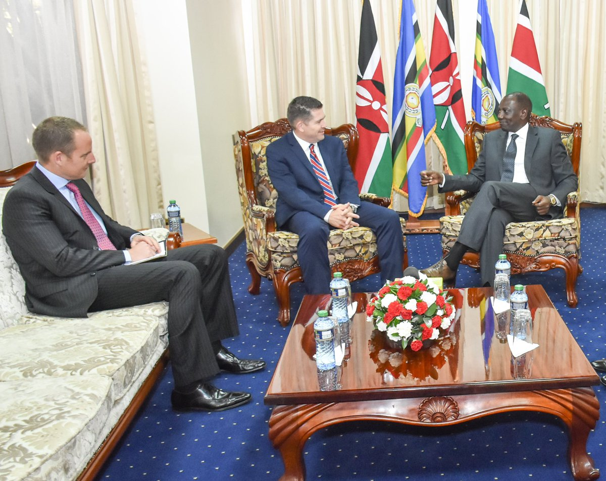 D2kZBcBWkAAIIt7 - Amb Kyle McCarter challenges all Kenyans with corruption question
