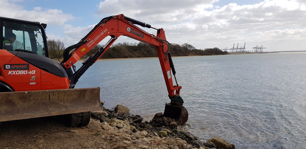 First day on site near Felixstowe.  Strengthening seawall for the Trimley Estate. https://t.co/MjT6jWAxVU