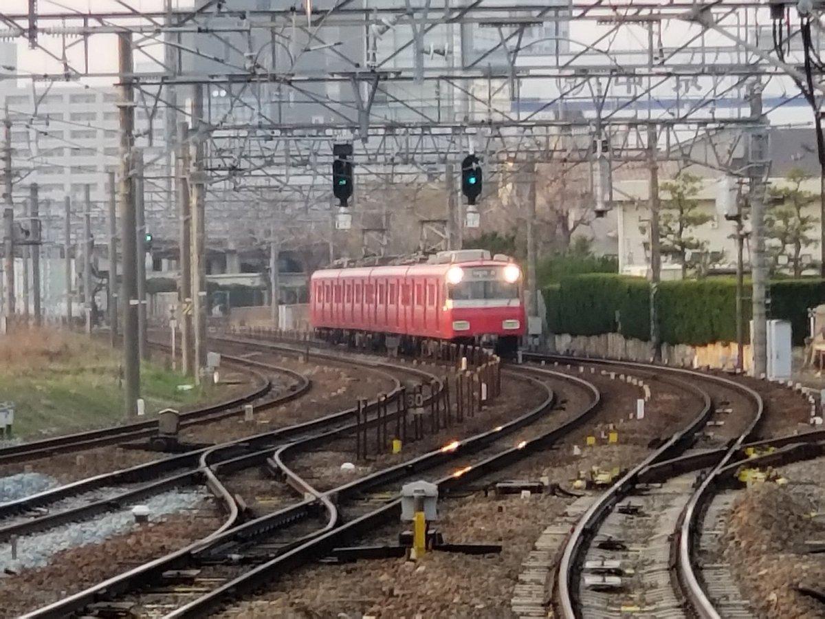 名古屋本線で人身事故が起き電車が止まっている画像