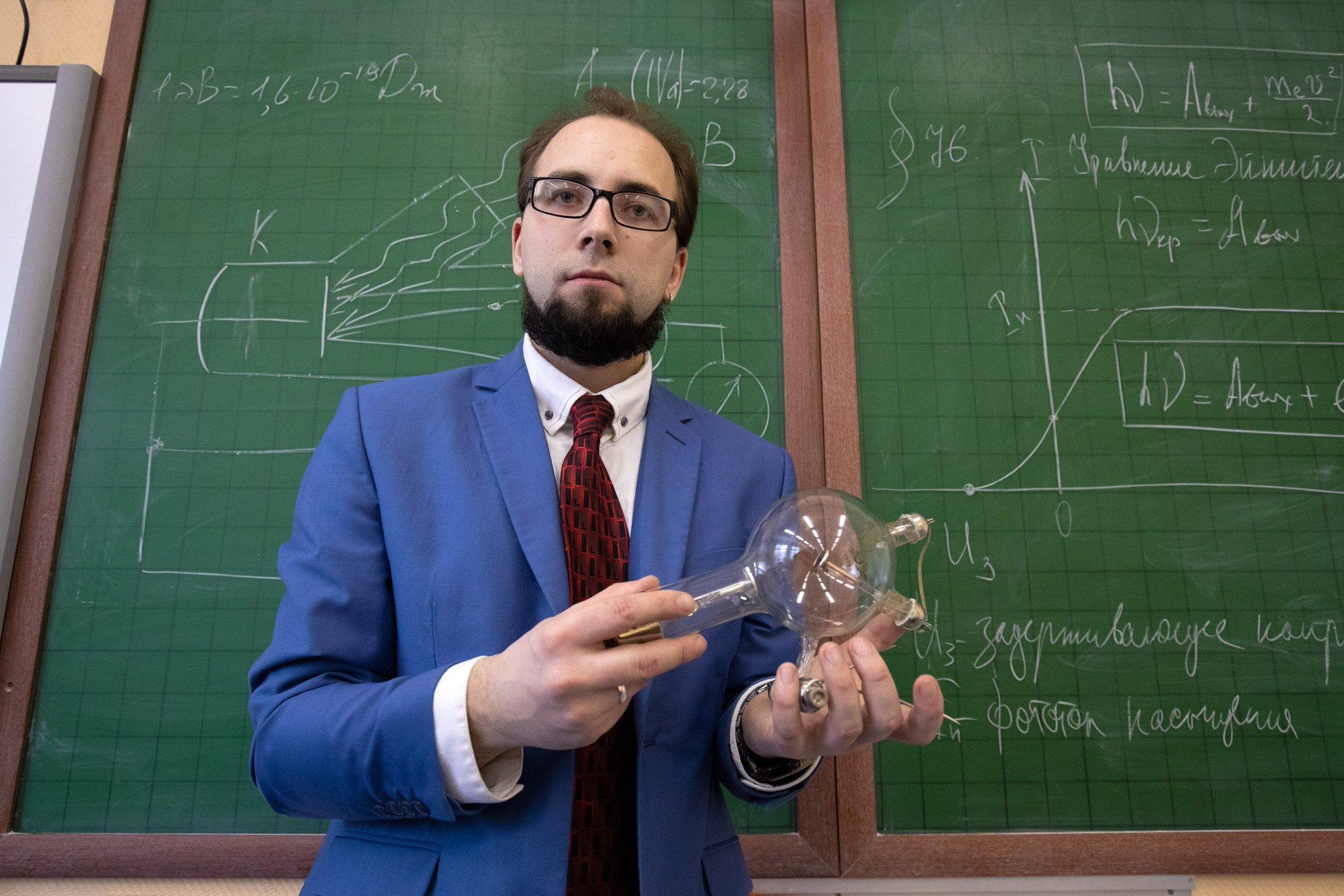 физика репетитор картинки красивая молодая модель
