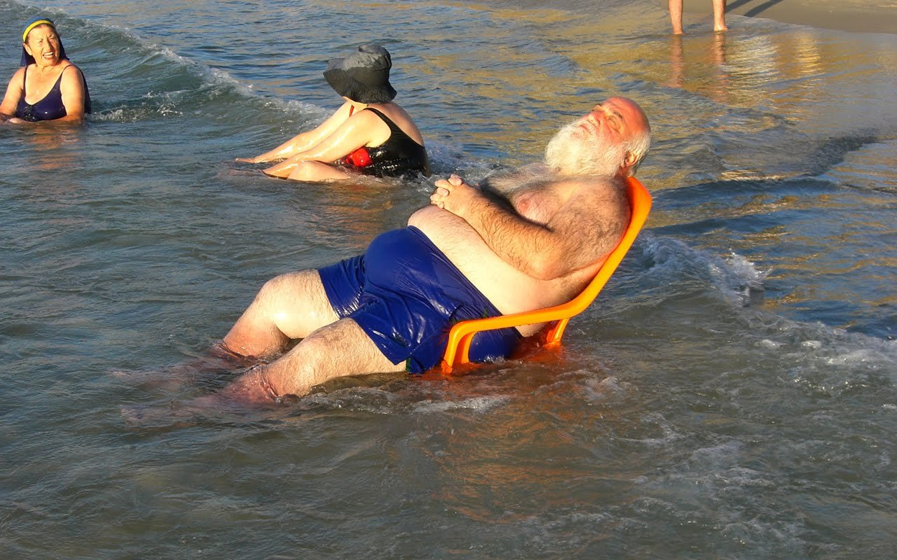 Люди на пляже смешные картинки