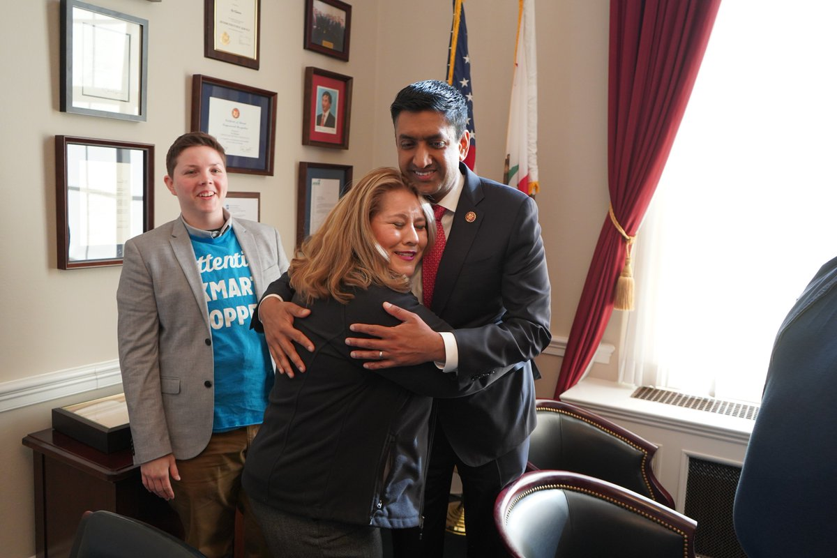 RIGHT NOW: Sears &amp; Kmart workers just met with @RoKhanna about how billionaire executives – like Eddie Lampert – continue to push our stores into closure and put profit over people at the expense of our families and our communities. <br>http://pic.twitter.com/d4p9WXffKt