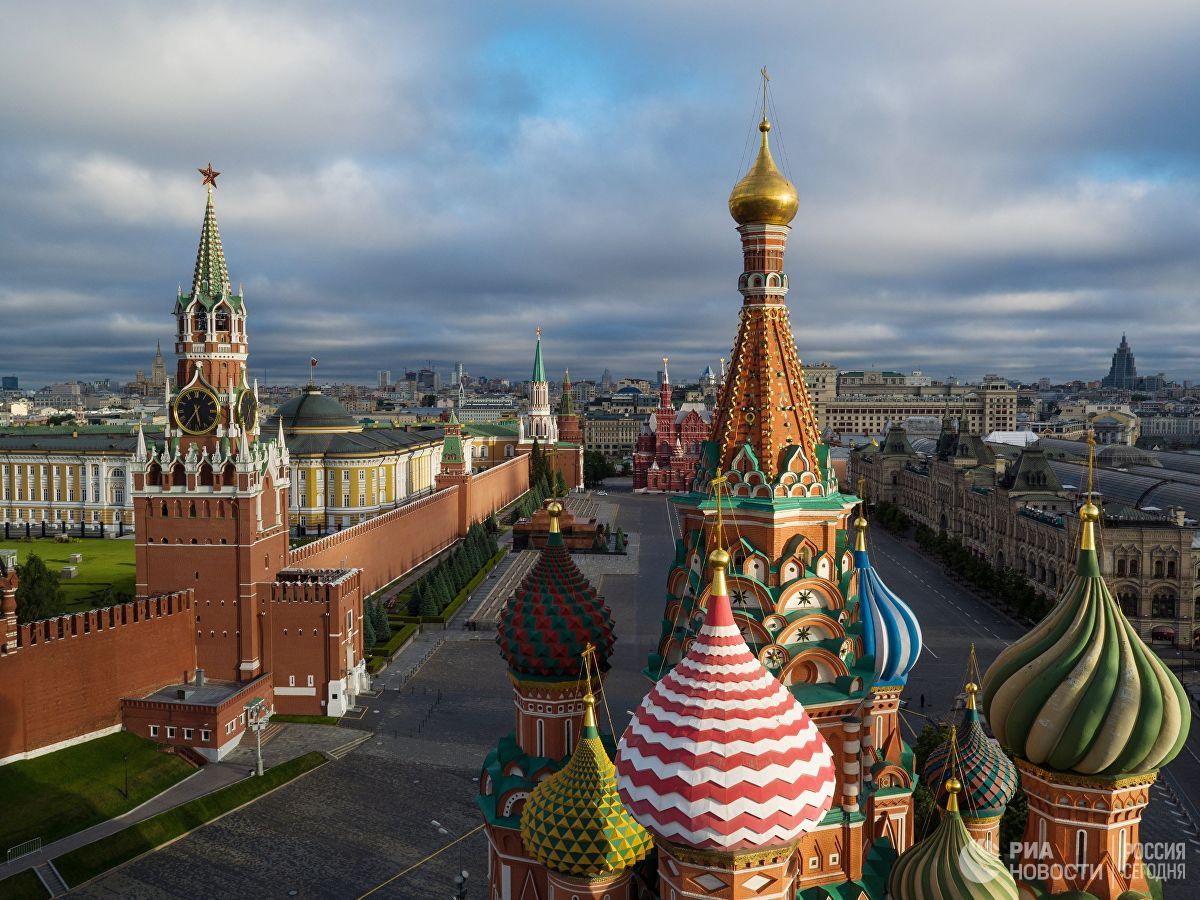 уходят фото московского кремля и красной площади военнослужащих