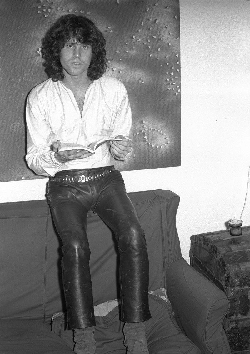 Rebe On Twitter Si Jim Morrison En Su Condicion De Rey Lagarto Desea Recibir Al Rey De Espana En Pantalones De Cuero Jim Morrison Puede Y Debe Usted No Senora Usted Es