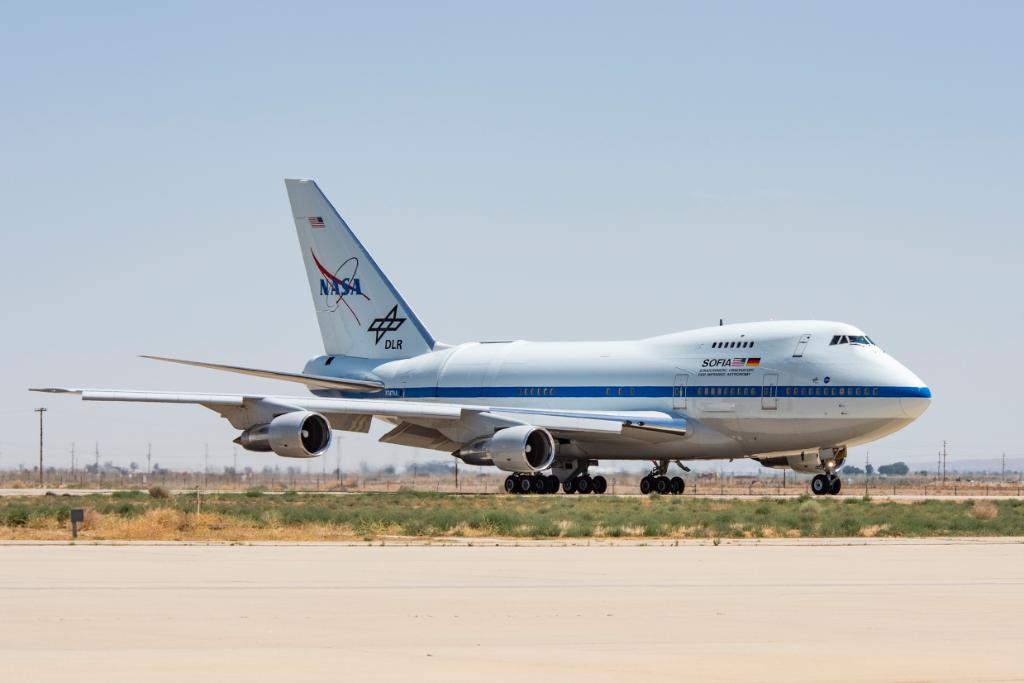 Today is the LAST DAY to apply for the #NASASocial event at @NASAArmstrong on April 24 where you will: - Go behind the scenes - Explore how @NASA uses research planes to study our home planet, the stars and cosmos Apply: go.nasa.gov/2FCTxau
