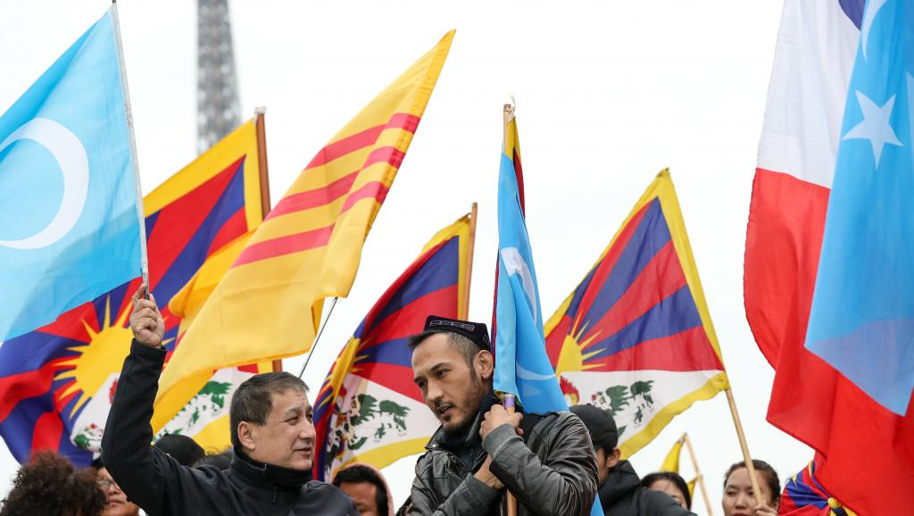 RT @RFI_Ru: Уйгуры и тибетцы вышли на митинг в Париже в связи с визитом Си Цзиньпина https://t.co/rkvo0Ax6xO https://t.co/H3J4lCkpU2