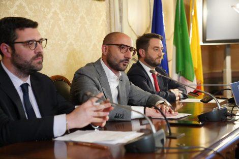 """E' scontro duro M5S-Musumeci, Cappello: """"Da Palazzo d'Orleans festival miserabilità"""" - https://t.co/uVevesuXzE #blogsicilianotizie"""