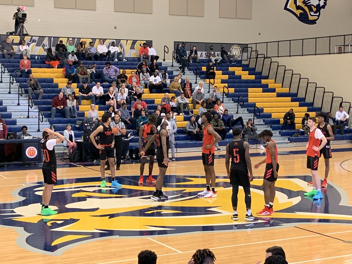 Isaiah Stewart continuing a strong showing this week in tonight's scrimmage. Rebounds everything in sight. Bodying James Wiseman in the post. Showing his shooting touch from 3. Going to be a beast from day 1 at Washington.