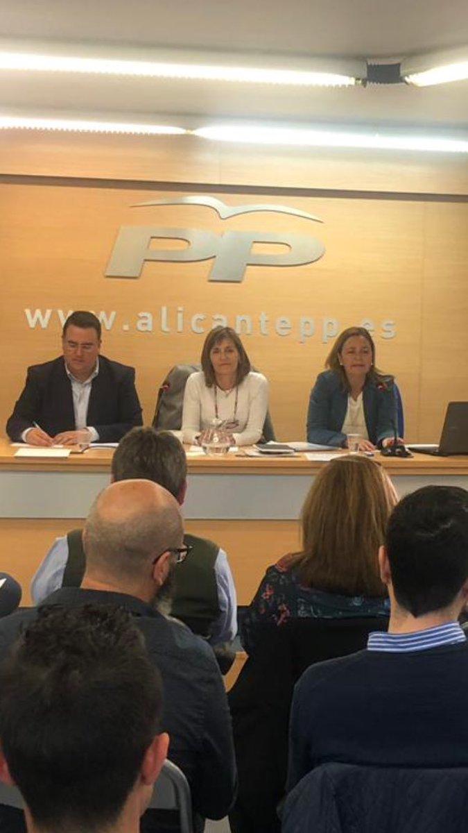 Reunión en la sede del @alicantepp de responsables comarcarles y de zona de Interventores y Apoderados de la provincia de Alicante. @Bailach @LoliSernaElx  @pekadiecisiete @CrenierHelena @Manuelalucas  #FemPartit #Elecciones2019