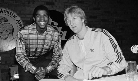 40 years ago tonight March 26, 1979 Michigan State defeated Indiana State for the National Championship. Magic Johnson and Larry Bird changed the game of basketball in popularity. They are my 2 favorite basketball players ever. They in my mind saved the NBA. Legends and friends! https://t.co/WViMFQkkbu