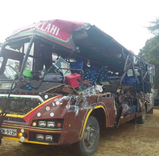 D2pTEFUXgAA0ECj - 15 perish in deadly bus & lorry crash at Matuu
