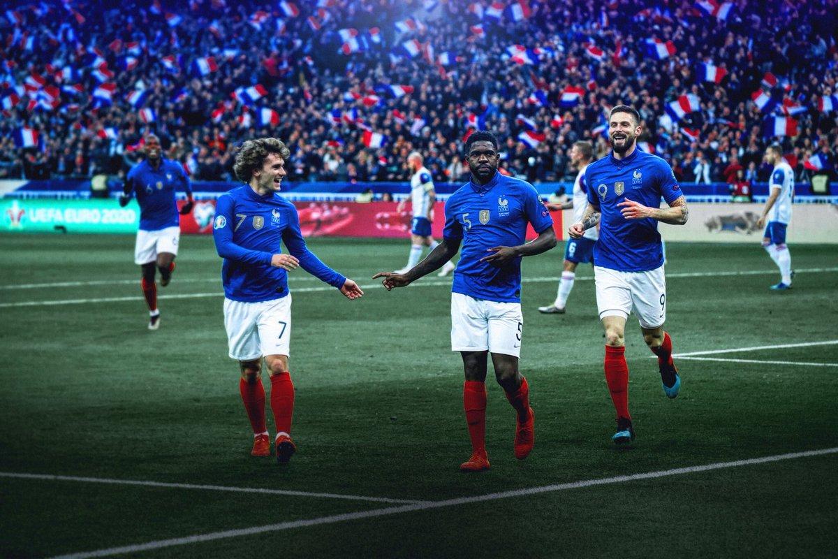 Cette équipe, cette ambiance, ce maillot, ce stade... 🤩🇫🇷  📸@NzoGraphic