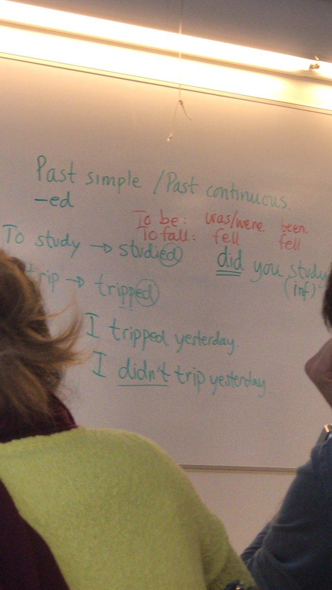 Todos los profesores de inglés tienen la misma letra. No tengo pruebas pero tampoco dudas  Ejemplo tipo: