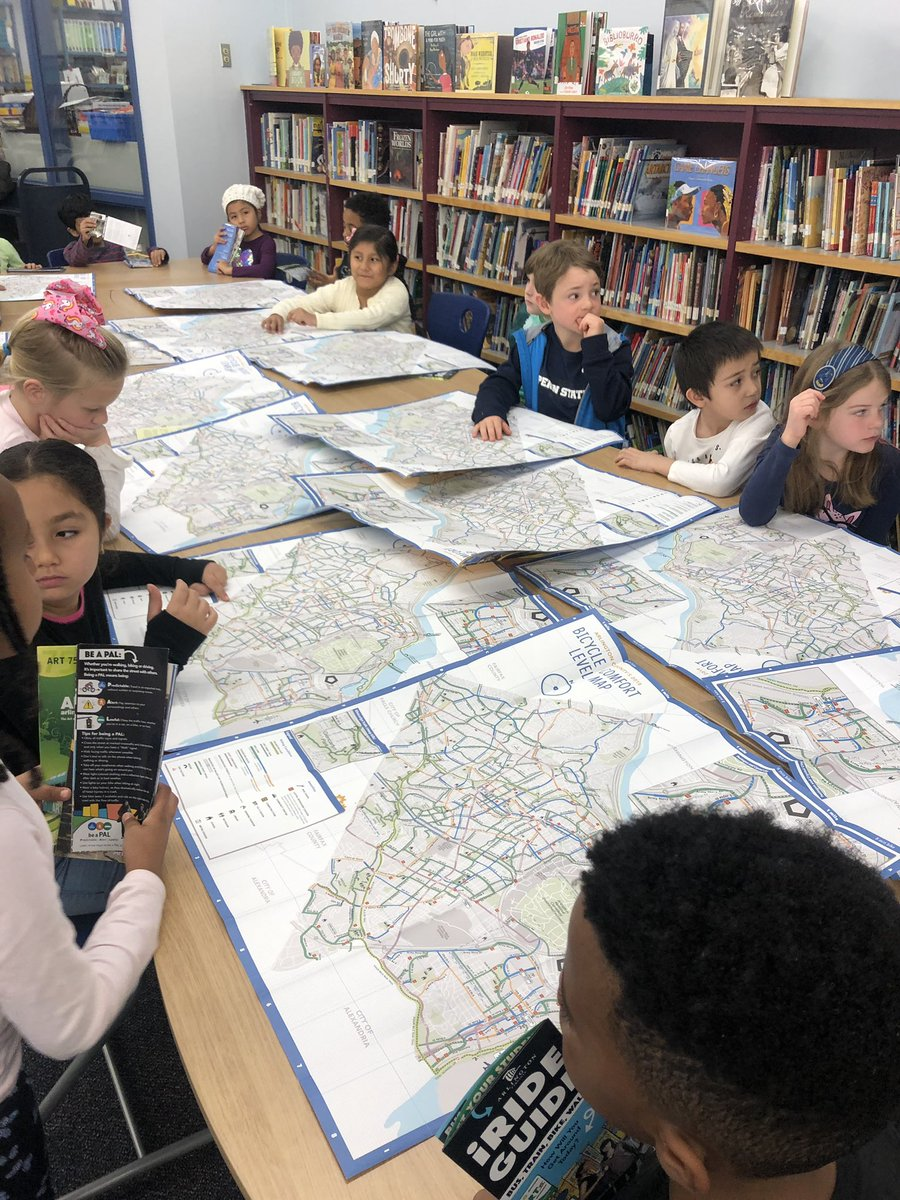 Learning all about maps and the ART bus as part of our expedition work <a target='_blank' href='http://twitter.com/CampbellAPS'>@CampbellAPS</a> <a target='_blank' href='http://twitter.com/ELeducation'>@ELeducation</a> <a target='_blank' href='http://twitter.com/ArlingtonVA'>@ArlingtonVA</a> thank you <a target='_blank' href='http://twitter.com/ART_Alert'>@ART_Alert</a> for the great presentation and the goodies :) <a target='_blank' href='https://t.co/N9xkfOEsAU'>https://t.co/N9xkfOEsAU</a>