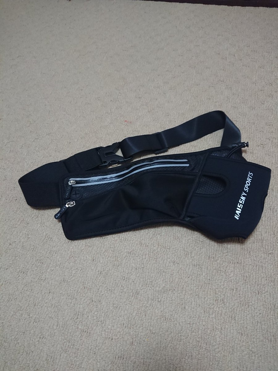 bcdbbf158d5e2 ランニングポーチ ランニングポーチを購入。以前使っていたリュックの代わりに。ドリンク、スマホ、小銭と鍵が収まってジャマにならないジャストサイズ。