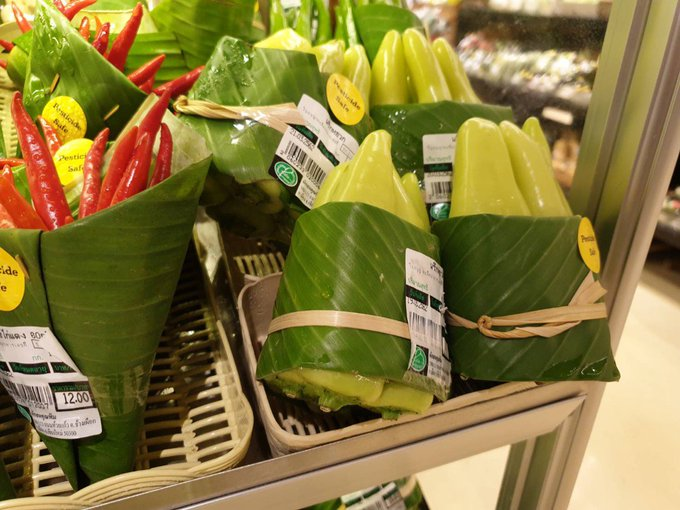 A Thai Supermarket Uses Banana Leaves Instead of Plastic Packaging, and This Small Step Changes a Lot