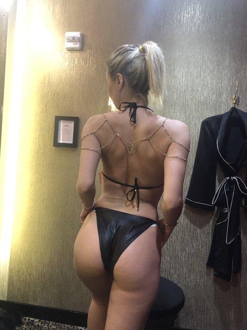 2 pic. Who wants to get me this AP bikini ?!? https://t.co/3C6KeLW8tJ